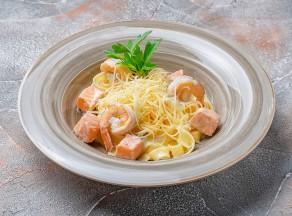 Фетучини</br>с лососем и креветками