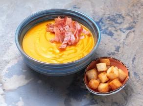 Крем-суп из тыквы с беконом из птицы
